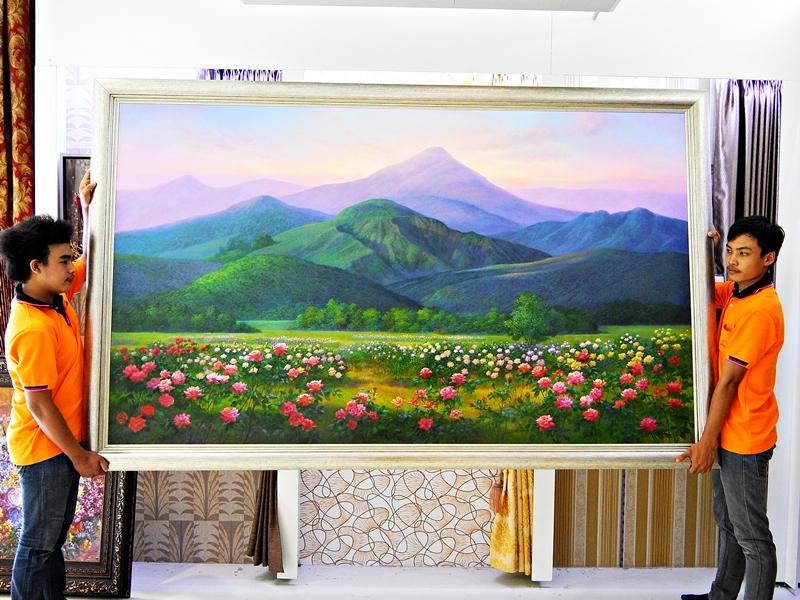 กรอบรูป ภูเขาและดอกไม้